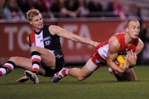 Ted Richards marks against Nick Riewoldt